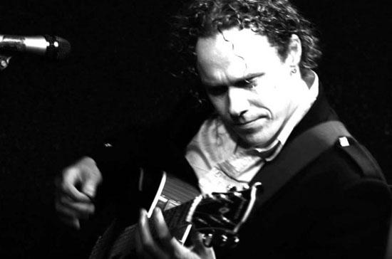 Daniel Cavanagh Monochrome Band1
