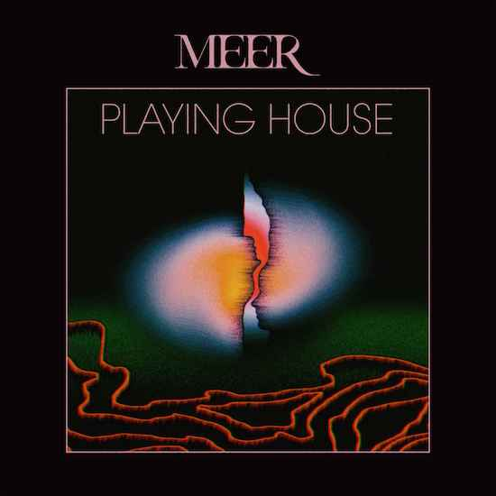 Meer Playing House